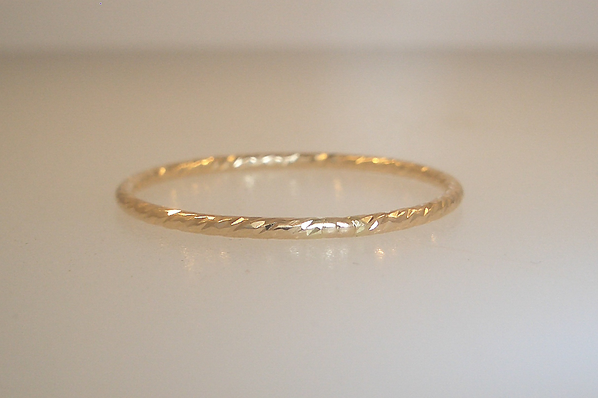 14k Yellow Gold Hammered Band
