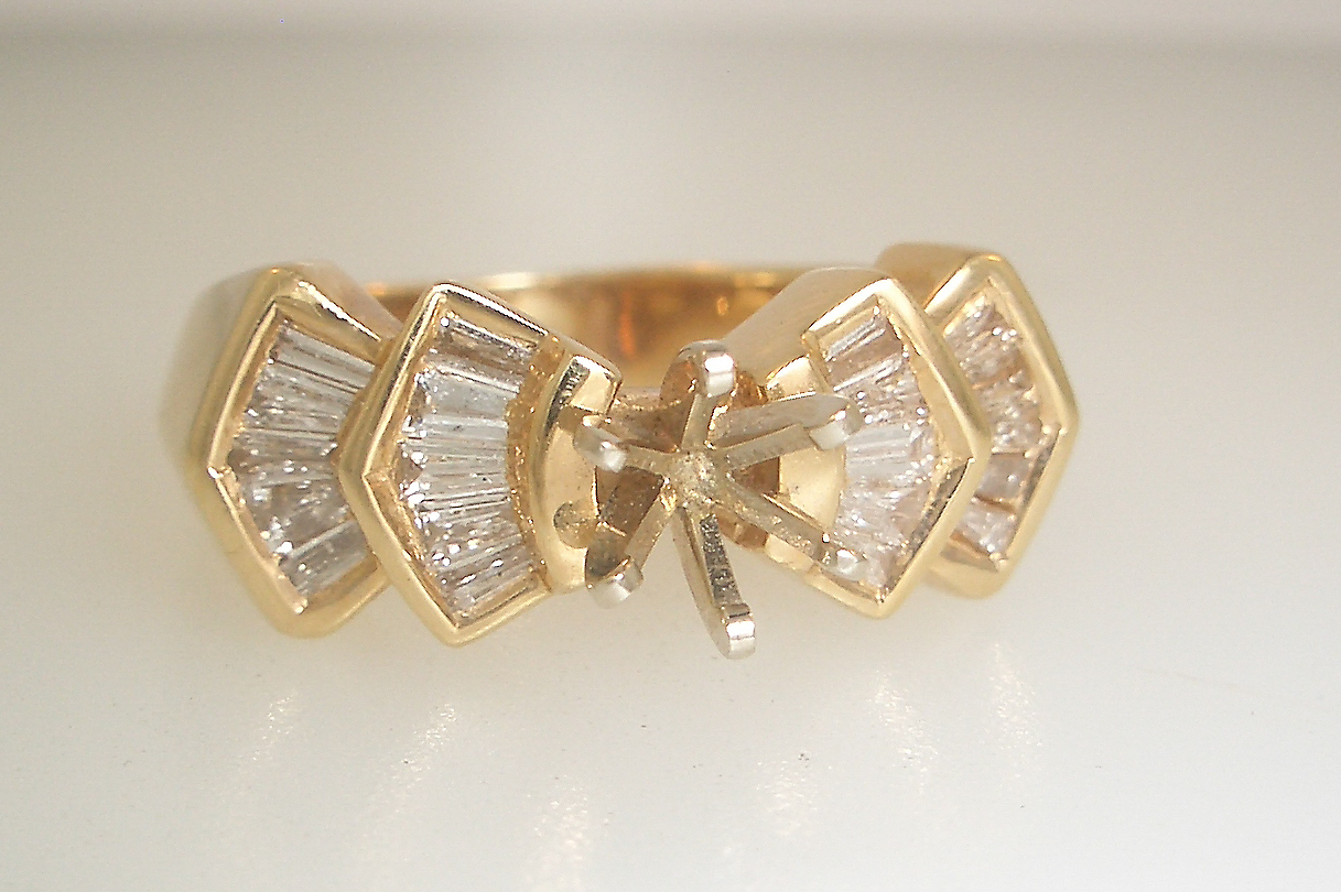 14k Yellow Gold Vintage Baguette Mounting