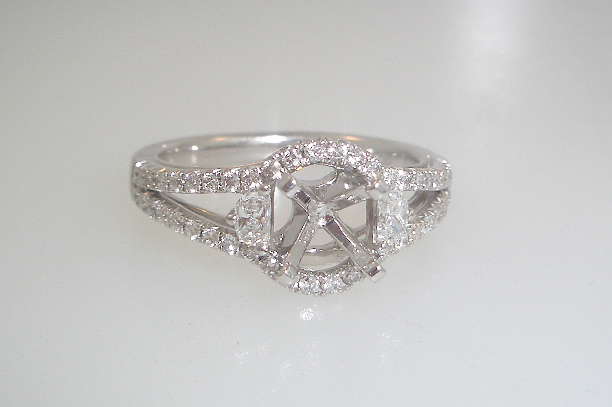 14k White Gold Diamond Halo and Shoulders Mounting