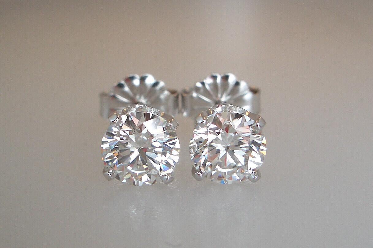 Classic_Diamond_Studs